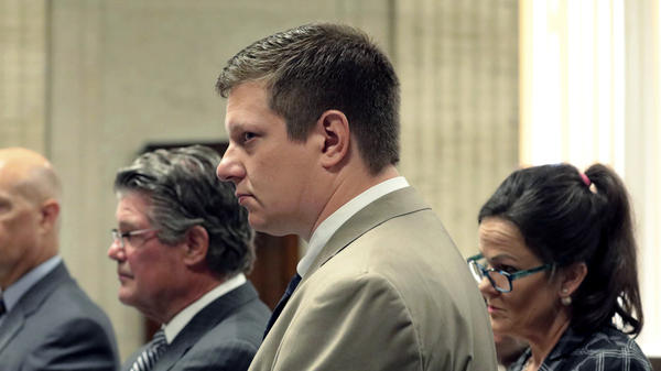 Chicago police Officer Jason Van Dyke, center, attends a hearing at the Leighton Criminal Court Building, in Chicago. Jury selection begins today in Van Dyke's murder trial for the 2014 fatal shooting of 17-year-old Laquan McDonald.