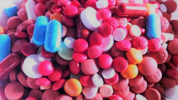 Assorted pills.