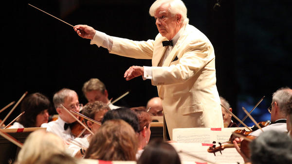 Christoph von Dohnanyi and the Boston Symphony play Beethoven in the opening night concert of the Tanglewood Festival's 75th anniversary.