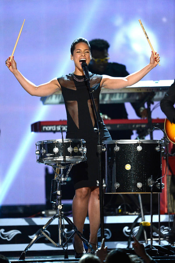 Alicia Keys takes the stage with Maroon 5.