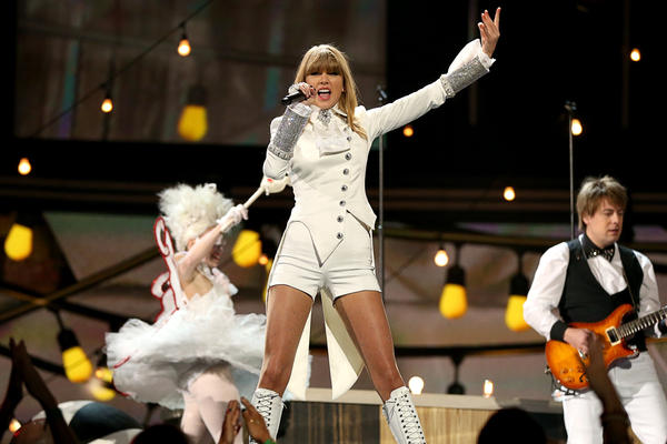 Taylor Swift opens the awards show.