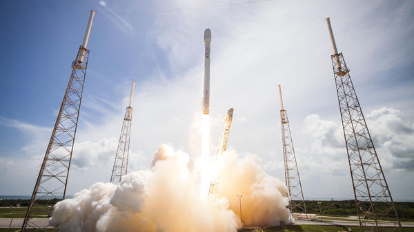 The massive first stage of SpaceX's Falcon 9 rocket is designed to return to earth.