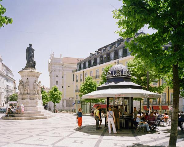 Quiosque da Praça Luís de Camões, one of the refurbished refreshment stands that Catarina Portas and architect João Regal helped restore to Lisbon's plazas.