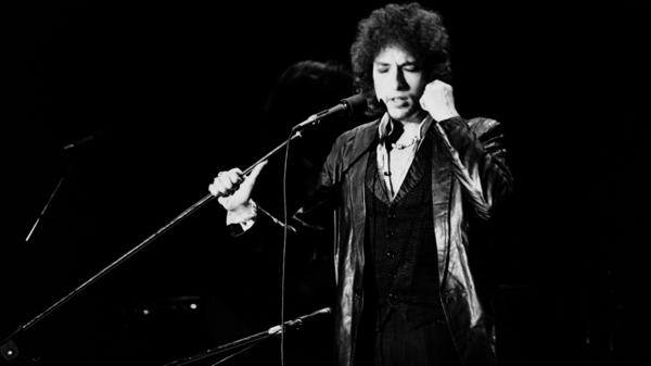 Bob Dylan performs on July 4, 1978 at the Pavillon de Paris.