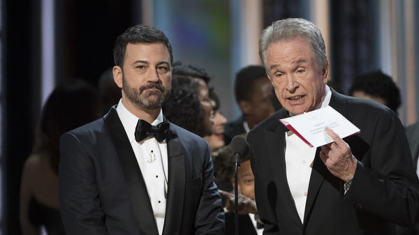 PricewaterhouseOOPSer: Jimmy Kimmel and Warren Beatty at the 89th Academy Awards, enveloped in confusion.
