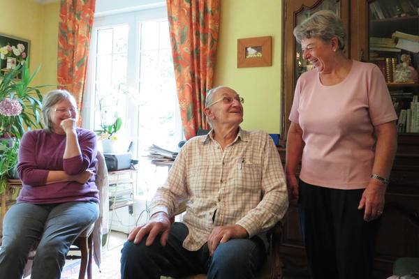 Elisabeth Schaible (left) enjoys a laugh with Andrew Beldowski and Anne Guillemot. Guillemot sometimes hosts the French conversation club — where newcomers can practice French — at her home in the village of Perret.