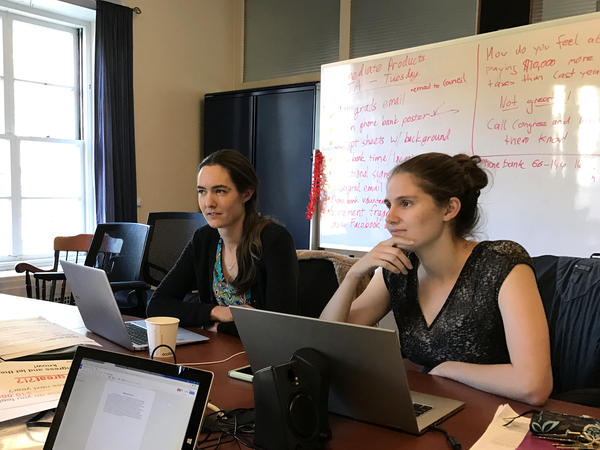 "Students Kate Shulenberger (left) and Sarah Goodman on the Massachusetts Institute of Technology's Graduate Student Council plan a ""call your congressman"" event on campus."