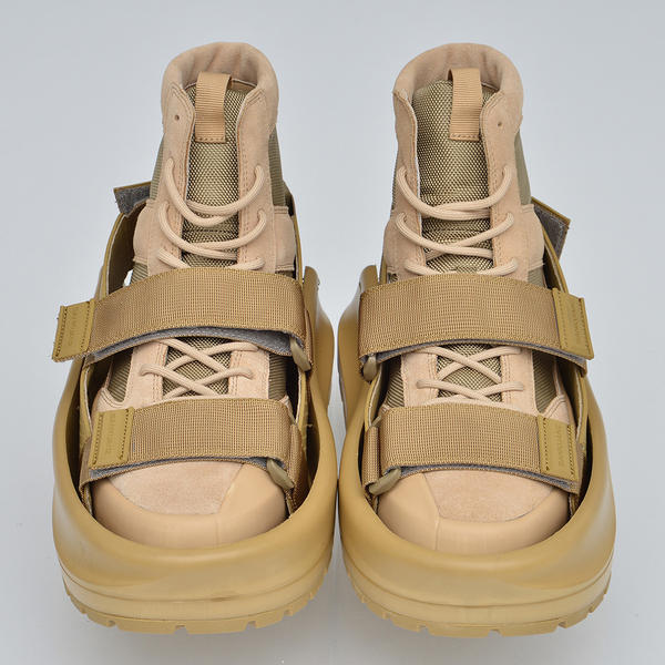 Chinese fashion label Sankuanz debuted its sandals for shoes product at Paris Men's Fashion Week.