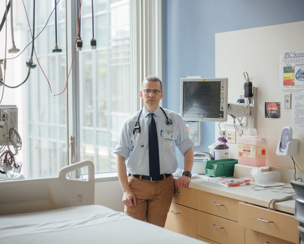 """Dr. David Carlbom, a critical care pulmonologist at UW Medicine's Harborview Medical Center, says sepsis has long frustrated clinicians. """"There's no blood test,"""" he says. """"There's nothing you can look at under the microscope and say 'this is sepsis.' """""""