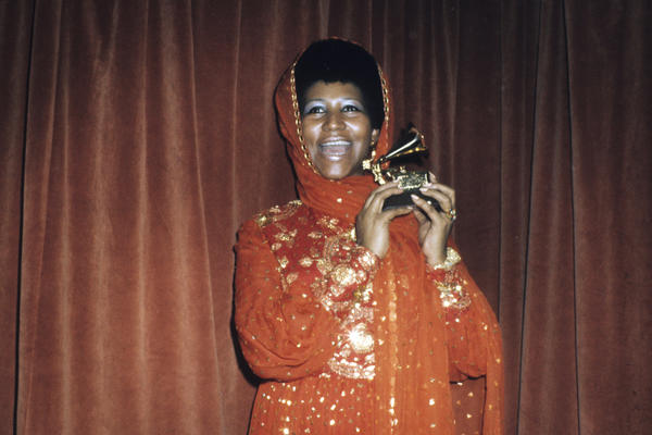 The singer poses with her Grammy Award for best female R&B vocal performance at the 1972 awards ceremony.