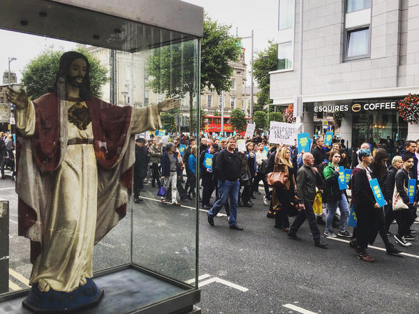 More than 1,000 people demonstrated for justice for church abuse victims in Dublin on Sunday as Pope Francis celebrated Mass across town.