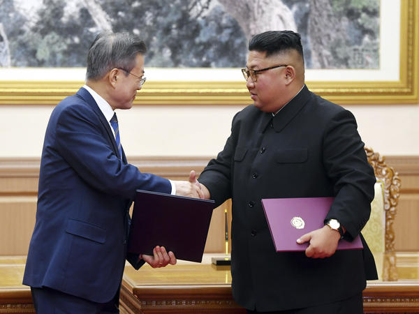 South Korean President Moon Jae-in (left) and North Korean leader Kim Jong Un shake hands after signing a joint declaration at the Paekhwawon State Guesthouse in Pyongyang, North Korea, on Wednesday.