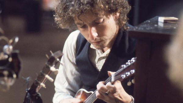 Bob Dylan with a mandolin during the <em>Blood On the Tracks</em> sessions.