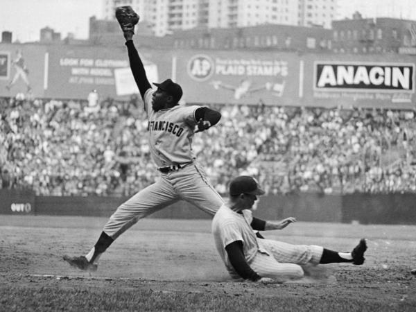 Willie McCovey stretches for a throw during the 1962 World Series between the San Francisco Giants and New York Yankees.