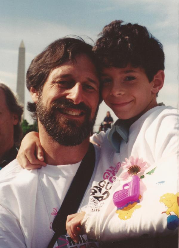 Alan Stepakoff with his son, Josh, in Washington, D.C., for the Million Mom March rally in May 2000, the year after Josh was shot at his Jewish day camp.