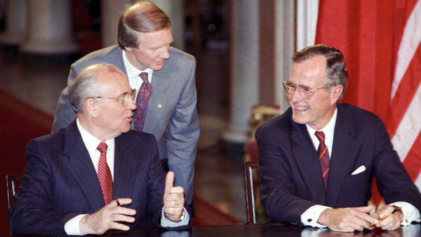 Igor Korchilov (center) served as interpreter when Soviet leader Mikhail Gorbachev and President George H.W. Bush met in 1990 to discuss arms control.