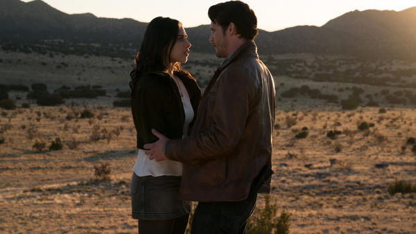 Jeanine Mason as Liz and Nathan Parsons as Max in the CW's <em>Roswell, New Mexico</em>.