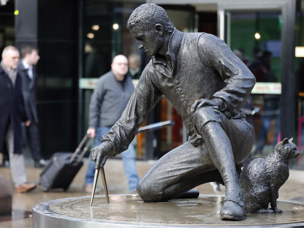 The Matthew Flinders statue at Euston Railway station in London. His cat Trim is portrayed on the right.