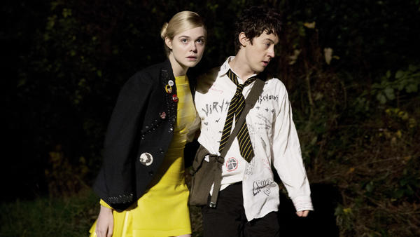 Zan (Elle Fanning), an alien, starts a romance with Enn (Alex Sharp), a British punk, in <em>How to Talk to Girls at Parties</em>.