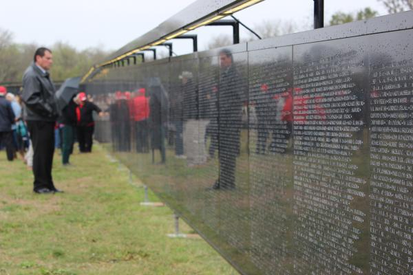 "Veterans and their families study ""The Wall That Heals"""
