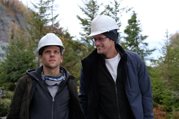 Vincent (Jesse Eisenberg) and Anton (Alexander Skarsgård) are financial traders trying to strike it rich in <em>The Hummingbird Project. </em>
