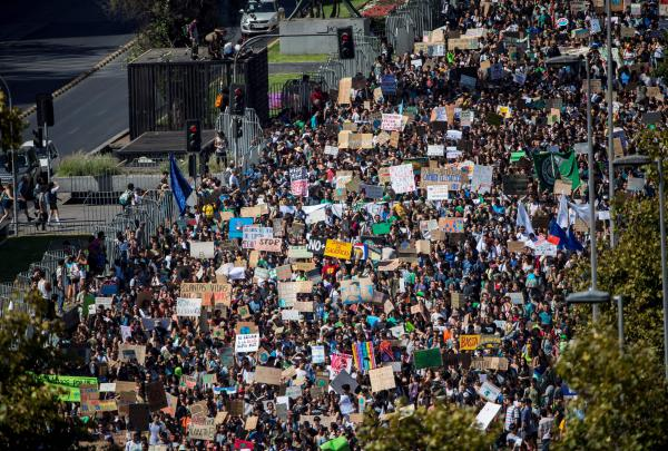 """In Santiago, Chile, thousands take part in a protest called by the """"Fridays For Future"""" movement."""