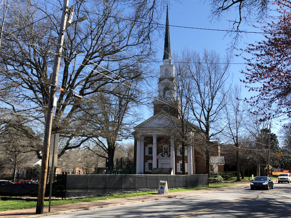 White Memorial Presbyterian Church in Raleigh, N.C., is thriving, with about 4,000 members, at a time when other mainline Protestant congregations are struggling. Just as impressively, it brings together worshippers with disparate political views.