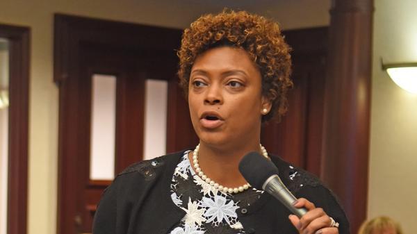 Re. Tracie Davis debating on the House floor.