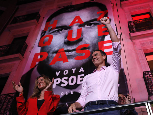 Pedro Sánchez, Spain's prime minister and Socialist Party leader, gestures to supporters outside the party headquarters following the general election in Madrid on Sunday.