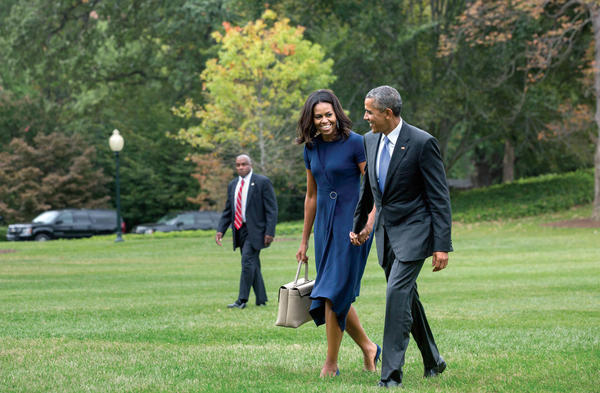 President Barack Obama and First Lady Michelle Obama walk from Marine One on the White House South Lawn, September 29, 2015. (Official White House Photo by Amanda Lucidon)