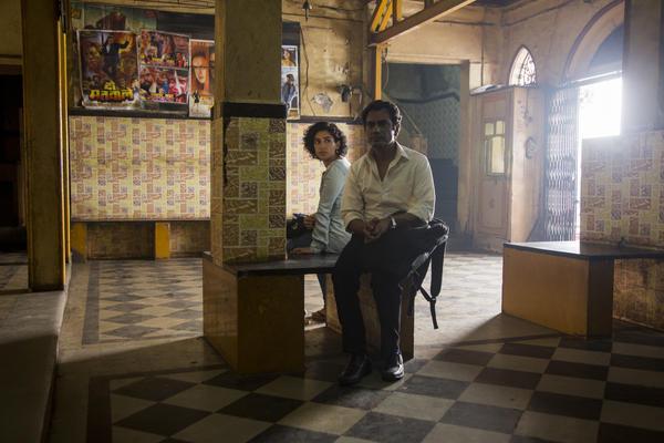 <em></em>In <em>Photograph, </em>a street photographer (Nawazuddin Siddiqui) tries to get Miloni (Sanya Malhotra) to pose as his fiancee.