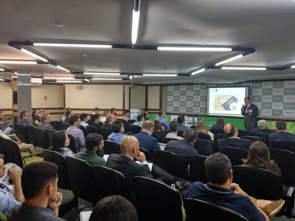 Participants sit in on a workshop in Brasília, Brazil informing on how invest in the American real estate market.