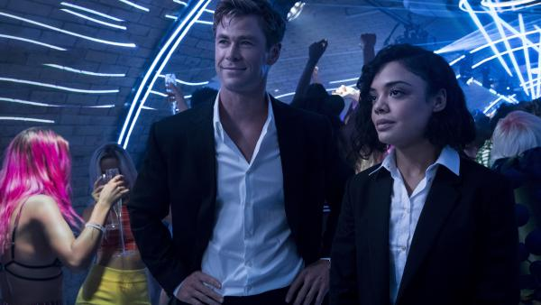 Tessa Thompson as M and Chris Hemsworth as H in the new <em>Men in Black: International</em>.