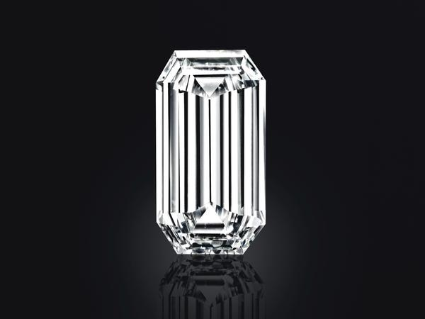 The Mirror of Paradise is a 52.58-carat diamond ring from Golconda, a region of southern India famous for producing diamonds that transmit light with unique purity.
