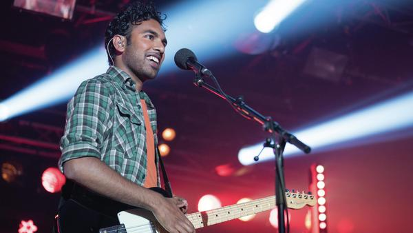 Jack Malik (Himesh Patel) is an aspiring singer-songwriter who finds himself taking credit for The Beatles' catalog in <em>Yesterday</em>.
