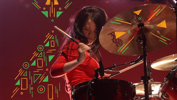 Meg White performs in Australia in 2003.