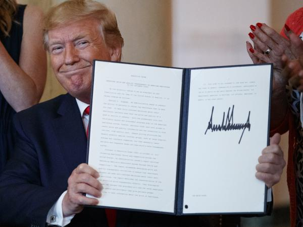 The executive order on drug price transparency that President Trump signed Monday doesn't spell out specific actions; rather, it directs the department of Health and Human Services to develop a policy and then undertake a lengthy rule-making process.