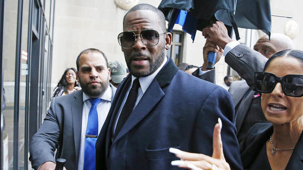 R. Kelly arrives at the Leighton Criminal Courthouse in Chicago for a pretrial hearing in early May.