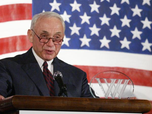 Leslie Wexner receives the Woodrow Wilson Award in July 2008.