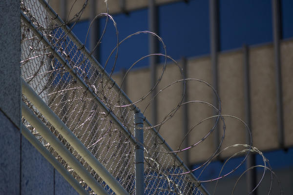 Razor wire is seen on the Metropolitan Detention Center prison. (David McNew/Getty Images)