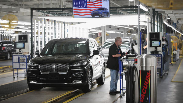 A Lincoln Aviator rolls off the assembly line at a Ford assembly plant in Chicago. California agreed to a deal with four automakers, including Ford, to produce fuel-efficient cars.