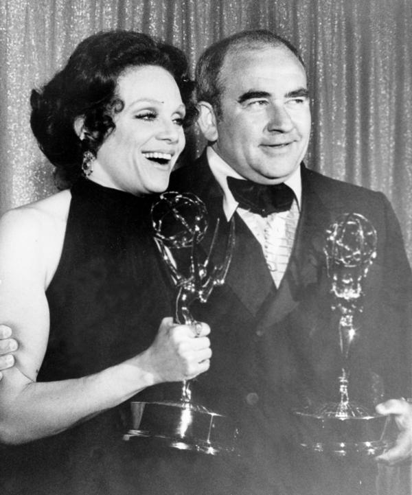 Valerie Harper and <em>Mary Tyler Moore Show</em> co-star Ed Asner pose with their Emmys at the 1971 award show.