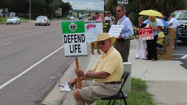 Anti-abortion protestors demonstrate outside a Jacksonville Planned Parenthood clinic in 2015.