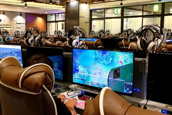 Computer cafes in South Korea, such as the Oz PC Bang in the Gangnam district of Seoul, are often shiny places with big, comfy chairs, huge screens and fast Internet.