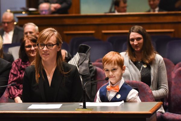 Kidney donor Megan Craig and recipeint Evan Simms testify before the Illinois Senate.
