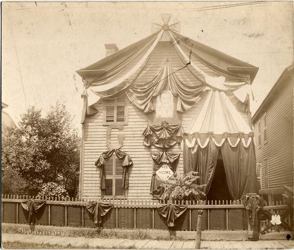 When Ulysses S. Grant died, Detroit residents hung his former house with black mourning bunting.