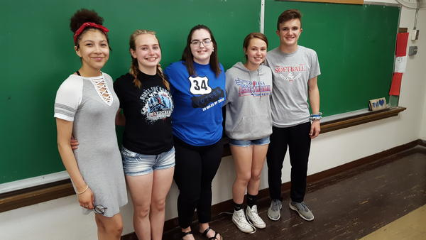 Allie Strack, Sarahi Seabury, Megan Buster, Keigan Thacker, and Kaiden Droste (left to right) of 34 Voices