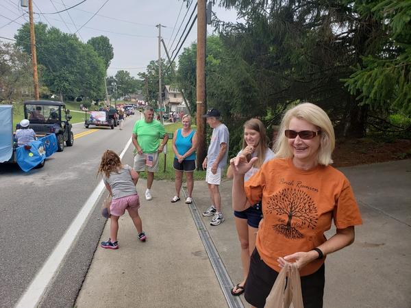 Reunion goers watch the annual Pinch Reunion Parade.