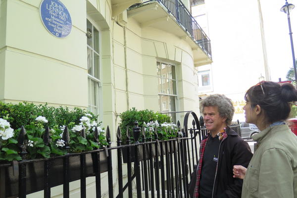 <em>World Cafe</em> Host Talia Schlanger with Beatles Tour Guide Richard Porter outside the property at 34 Montagu Square in Marylebone where John Lennon and Yoko Ono lived in 1968.