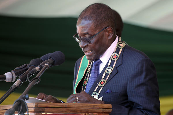 Zimbabwean President Robert Mugabe delivers his speech during Zimbabwe's 36th Independence celebrations in Harare, April, 2016.